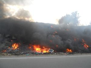 Cagliari, incendio di rifiuti presso il campo nomadi