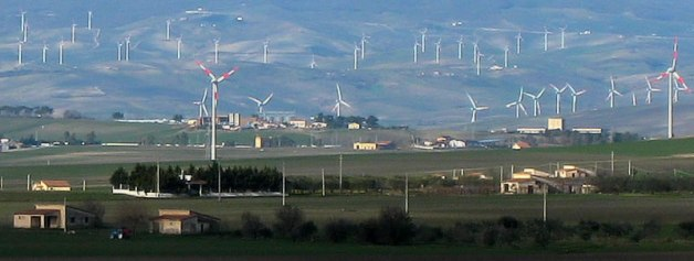 Puglia, Capitanata: paesaggio eolico.